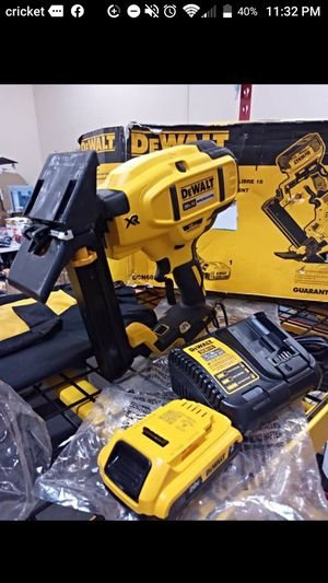 Like new DeWalt flooring kit 18 guage $200 pick up price for Sale in Fontana, CA