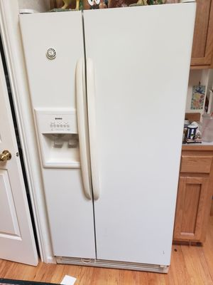 Kenmore coldspot fridge/freezer for Sale in Puyallup, WA