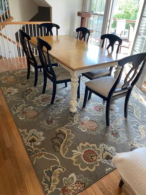 Traditional Kitchen Table Set With Rug for Sale in Fenton, MO
