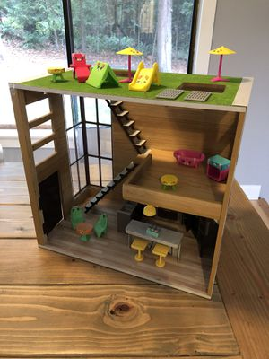 Shopkins Dollhouse with Shopkins Furniture and working lights! for Sale in Renton, WA