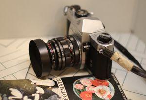 Vintage Asahi Pentax Spotmatic SP 35mm Camera w/ 35mm &135mm Lenses Bundle. for Sale in Riverside, CA