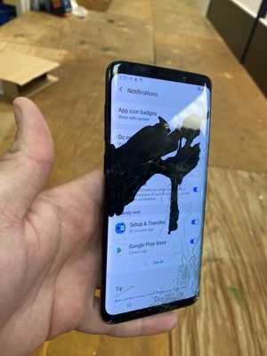 Galaxy s9 plus Bad lcd both sides cracked for parts or repair no locks for Sale in Sunrise, FL