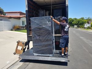 Movers and a truck for Sale in Commerce, CA