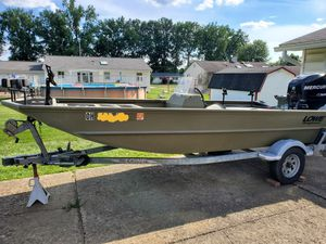 """16'5"""" Lowe aluminum boat for Sale in Youngstown, OH"""