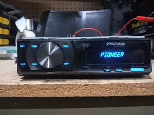 High end Pioneer DEH-P5000UB CD, MP3, WMA Receiver with Remote and uBus USB Connectivity for iPod/Mp3 Players Bluetooth adapter for Sale in Beech Grove, IN