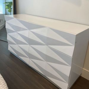 Godekers White Lacquer Dresser, Mirror & Nightstands for Sale in Seattle, WA