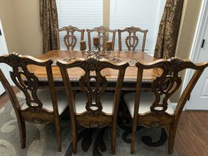 Dining room table for Sale in McClellan Park, CA