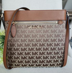 NWT Michael Kors crossbody purse for Sale in Lincoln Acres, CA