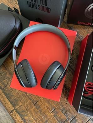 Beats Solo 2 Headphones for Sale in Denham Springs, LA