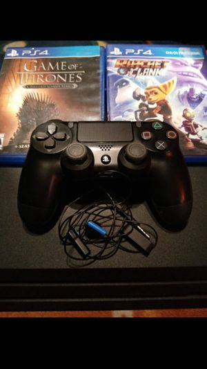 Ps4 pro with game for Sale in Del Valle, TX