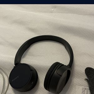 Headphones Wireless Sony 2018 Bluetooth for Sale in Hialeah, FL