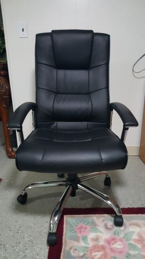 Leather desk chair for Sale in Detroit, MI