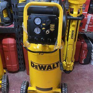 Dewalt 15 Gallons Compressor for Sale in Dallas, TX
