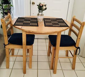 Small kitchen table and two chairs for Sale in Las Vegas, NV