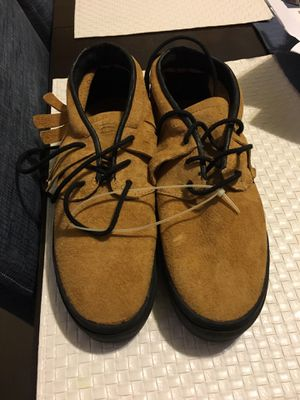 Unisex Fringe Clear Weather Name Brand Sneakers-size 8 for Sale in Cicero, IL
