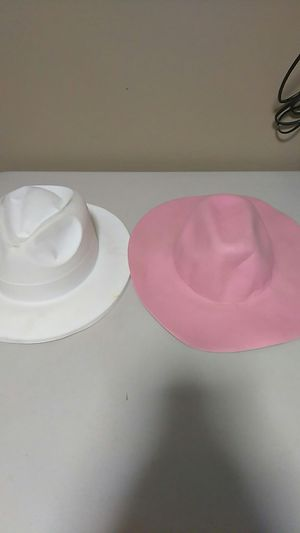 2 hats pink and white for Sale in Calexico, CA
