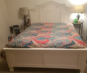 Queen bed and dresser for Sale in Bartow, FL