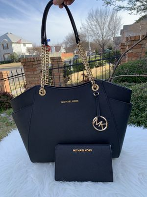 Michael Kors Large Shld Tote And Wallet for Sale in Arlington, TX