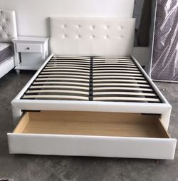 White Queen Bed And Mattress for Sale in San Diego,  CA