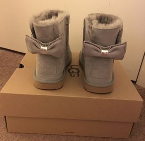 100% Authentic Brand New in Box UGG Grey Mini Boots with Bow / Women size 7 (Big kids 5) and women size 8 (big kids 6) for Sale in Lafayette, CA