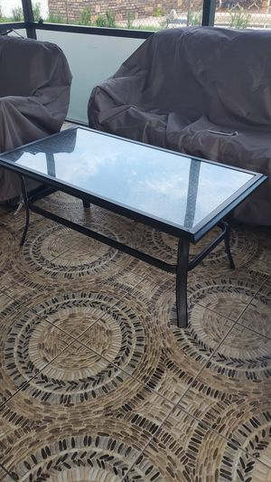 Outdoor coffee table for Sale in Dundee, FL