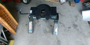 Reese 16K 5th wheel hitch with mounting rails not in photo. for Sale in Pass Christian, MS