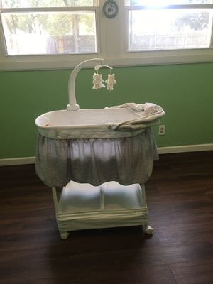 Gliding bassinet for Sale in Wichita, KS