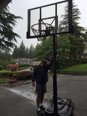 Free Spalding basketball goal with adjustable height. for Sale in Redmond, WA