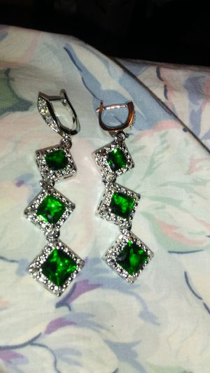 GOURGOUS DIAMOND SHAPED GREEN EARRINGS for Sale in Colorado Springs, CO