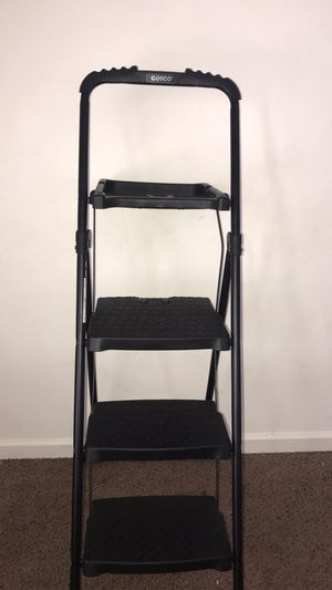 Cosco step ladder w paint tray for Sale in McDonough, GA