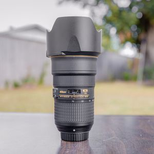 Nikon 24-70mm f2.8g Ed VR lens ( like new ) for Sale in Dallas, TX
