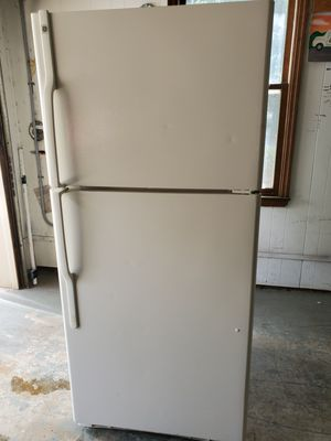 GE fridge 18 cubic ft ice cold for Sale in Matthews, NC