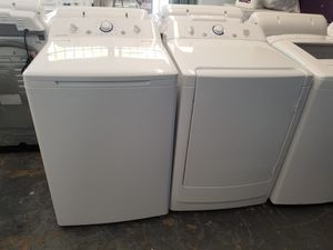 Frigidaire nice set of washer and dryer electric for Sale in Bellaire, TX