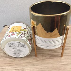 Ceramic golden Candle Holder W/ 3 Wick Candle for Sale in Las Vegas, NV
