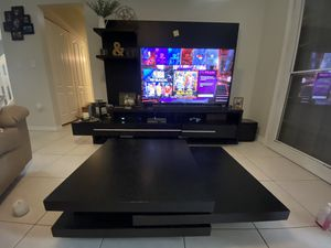 Avanti Entertainment Center with matching coffee table for Sale in Tamarac, FL