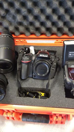 Nikon camera D7100 W/ flash, 2 lenses for Sale in Haines City, FL