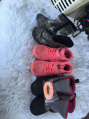 Size 11 girls shoes for Sale in Baton Rouge, LA