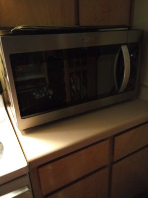 Whirlpool 1.7 cubic over the range microwave w hood for Sale in Portland, OR