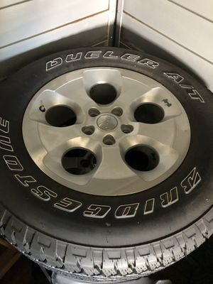 Jeep Wrangler OEM wheels and tires for Sale in Freeport, NY