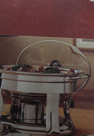 BeautifulStainless steelOval chafing dish for Sale in Fresno, CA