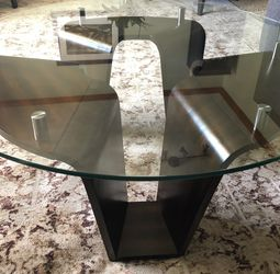 """Like New. Modern 40"""" Coffee/cocktail Table With 1/2"""" Tempered Glass Top for Sale in Pickerington,  OH"""