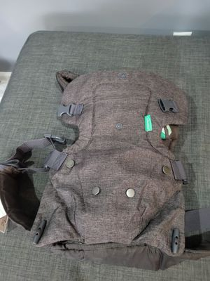 Infantino 4in1 baby carrier for Sale in Bayonne, NJ
