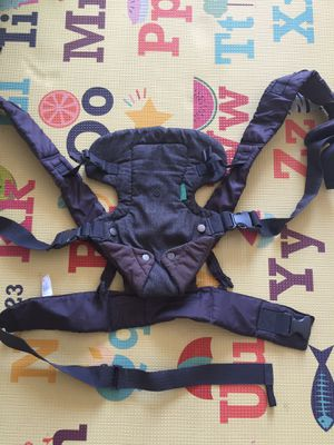 Baby carrier Infantino for Sale in Miami Beach, FL