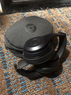 Beats wireless Bluetooth headphones with case. for Sale in Seattle, WA
