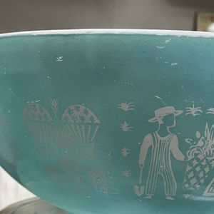Vintage 4qt Butter Print Pyrex Cinderella Bowl for Sale in Santa Ana, CA