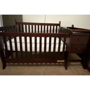 4 In 1 Convertible Crib With Changing Table for Sale in Duluth, GA