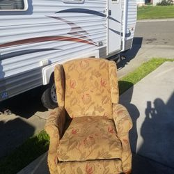 Old-fashioned Recliner for Sale in Suisun City,  CA