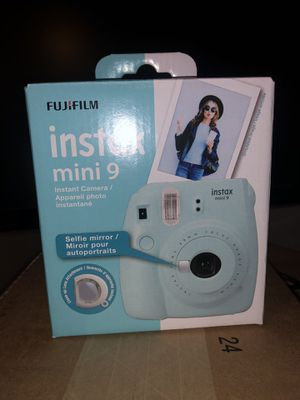 Fujifilm Instax mini 9 with close up lens for Sale in Fairview Park, OH