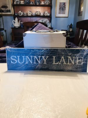 5.5' X 19' inch Wall Decor Sunny Lane (Metal) for Sale in PA, US