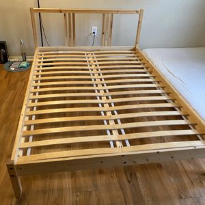 Full size bed frame for Sale in Philadelphia, PA
